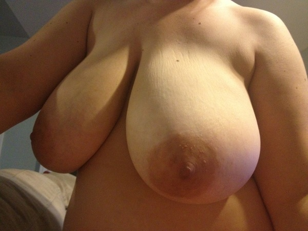@chicksonphones big boobed perfection