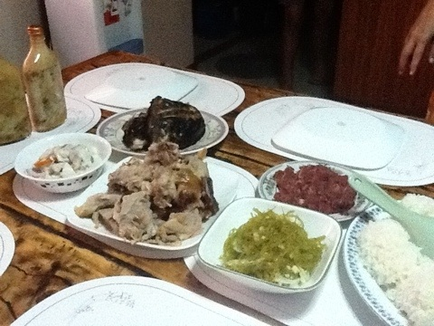 Guba ang diet..sinugba nga isda,lechon,kinilaw,tihi-tihi..ayayay...