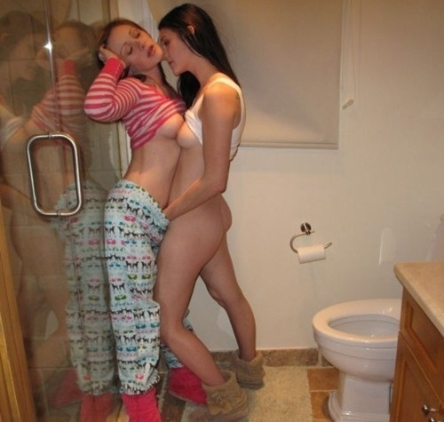 Girls Going To The Bathroom Xxx