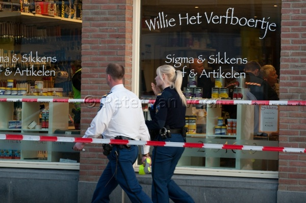 Politie doet onderzoek overval met steekpartij Dorpsstraat #Woudenberg