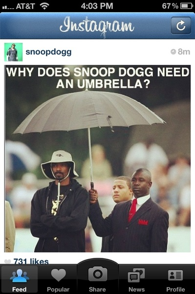 Snoop has his own umbrella man. #HesGotItLikeThat
