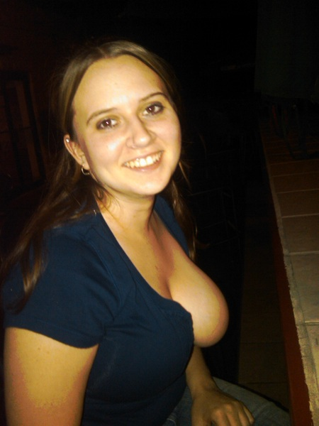 Nice outdoor boob flash
