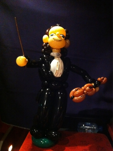 Look, a balloonartist in Birmingham made me of balloons!! Fantastic.....
