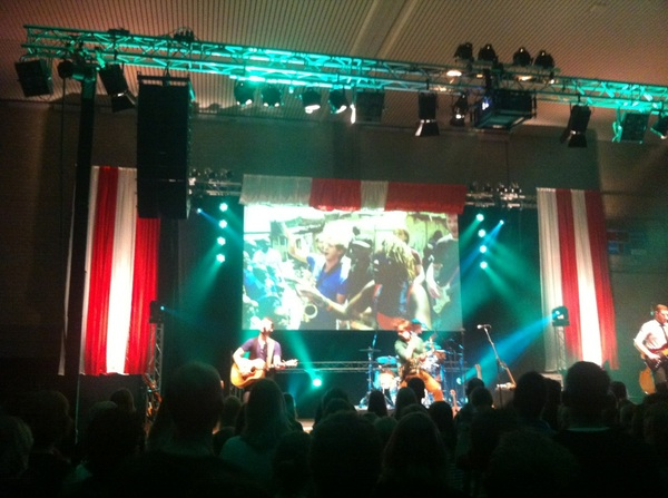 Concert van @bandtrinity was geweldig! Vooral &#039;Freedom I Want&#039; met beelden van muzikanten uit Kenia. #quemas