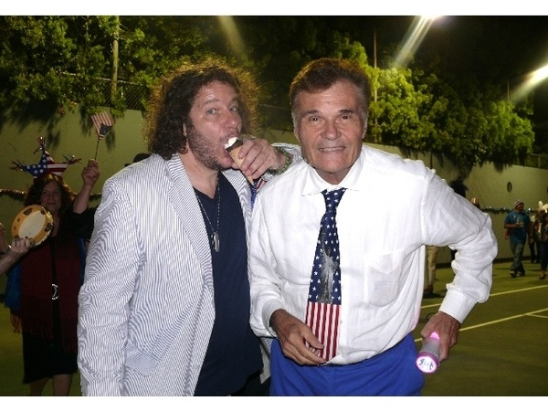 Retweet if you love  @Fred_Willard.  
