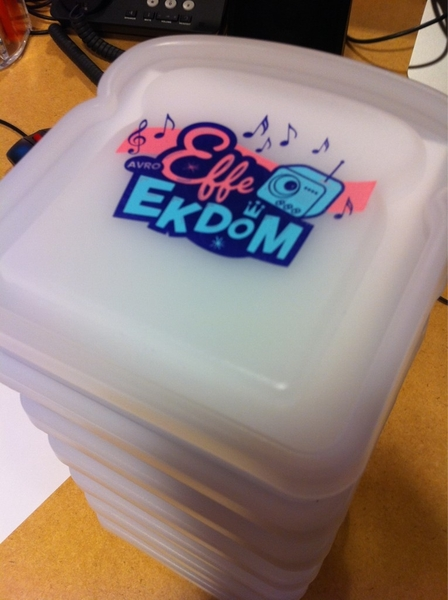 Lading #lunchboxen gaan op de post! Ook 1 winnen? Geef je op om de middag te openen! www.effeekdom.nl #3FM