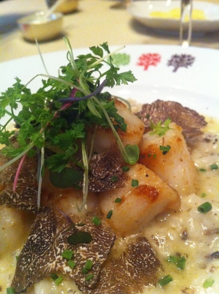 Four Seasons Restaurant: Nantucket Bay scallops with black truffle risotto