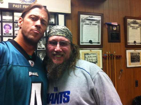 Eagles and Giants fans can be friends.