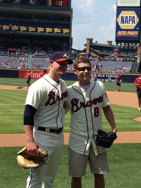 @ScottyMcCreery threw a few pitches off the mound to Craig Kimbrel who gave Scotty his very own Braves jersey.