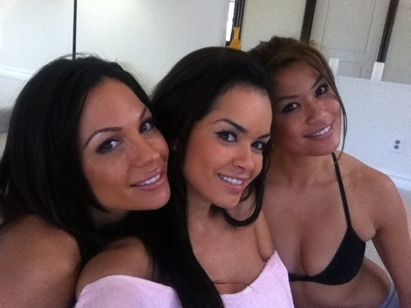 On set today with  @CharmaneStar &  @1daisymarie.
