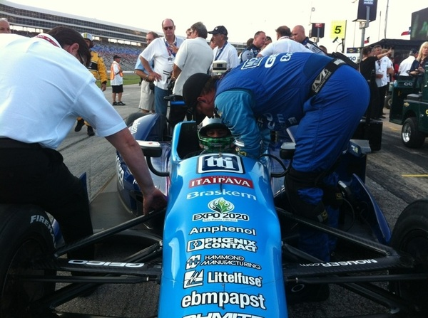 Tuck him in tight, @k_sagan!  #Firestone550 #indycar2012