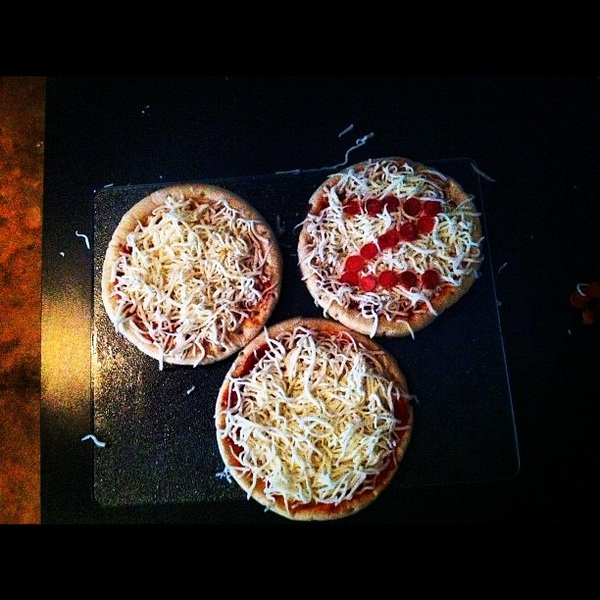 Making #Pizza with @Beauology ~ Guess which one is mine? #monogram