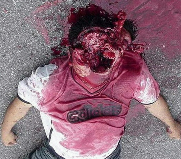 This fucking Camper took one to his FACE! He wont be respawning. LOL! (Graphic image!) #COD #MW3 #Halo #Gears3 #Gamer