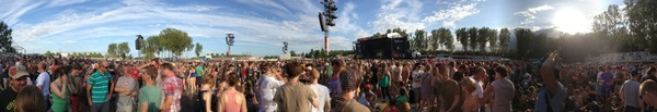 It's been a week, but I totally forgot to post this pano of Rock Werchter! What a day that was! (Editors, man!)
