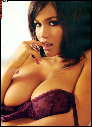 @RosaAcosta King Magazine #TittyTuesday