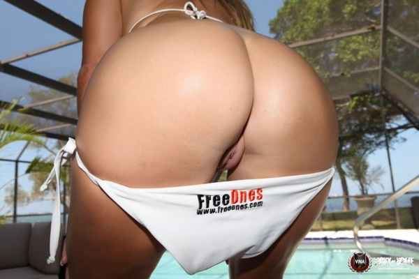 Hit this for me ~~> ♥ http://bit.ly/Io9rxs ♥ then spank this ~>