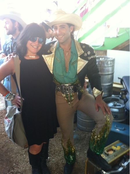Can anyone tell me WHO this is? We look like a married couple on vacay Taken at @spiderhouse cafe #sxsw